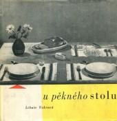 U pěkného stolu