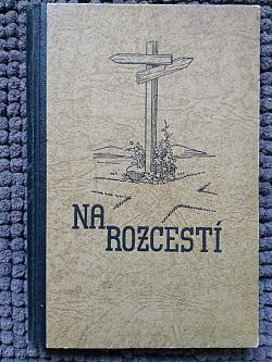 Na rozcestí obálka knihy