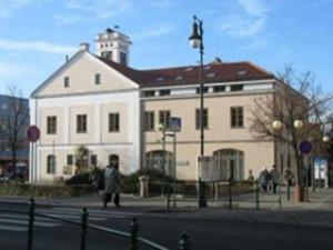 Husova knihovna v Říčanech - Oddělení pro dospělé (Říčany)