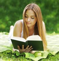 Léto s knihou = vyhrajte knihy za 6 000 Kč!